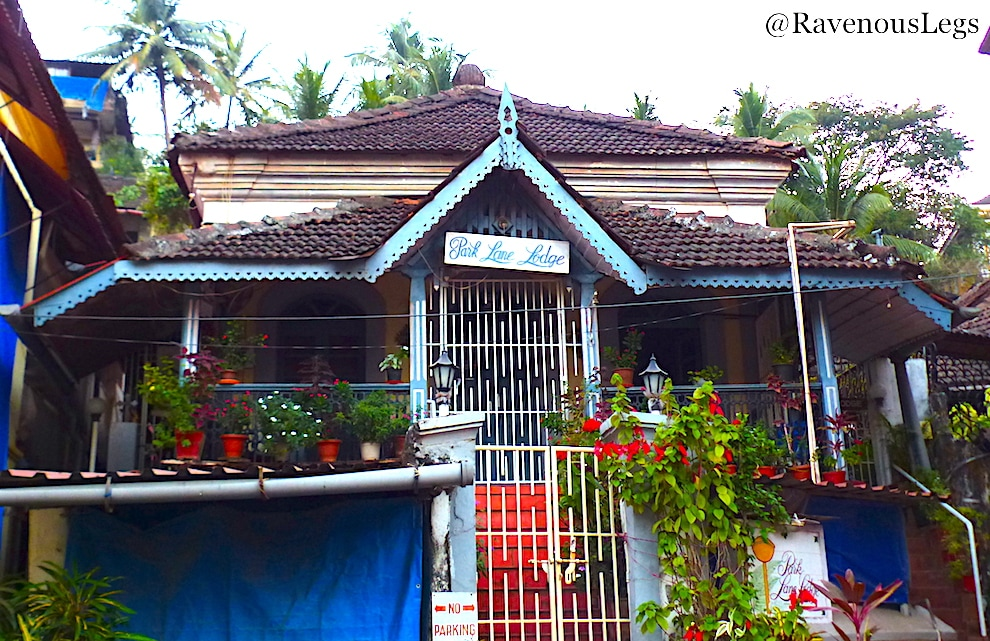 Offbeat goa portuguese heritage colony in fontainhas ravenous legs for Guest house in goa with swimming pool